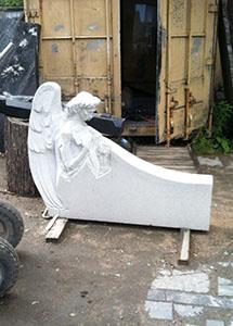 мраморный памятник ангела